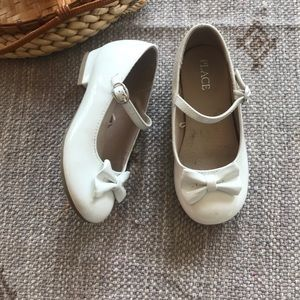 Children's place white patent bow Mary Janes sz 10